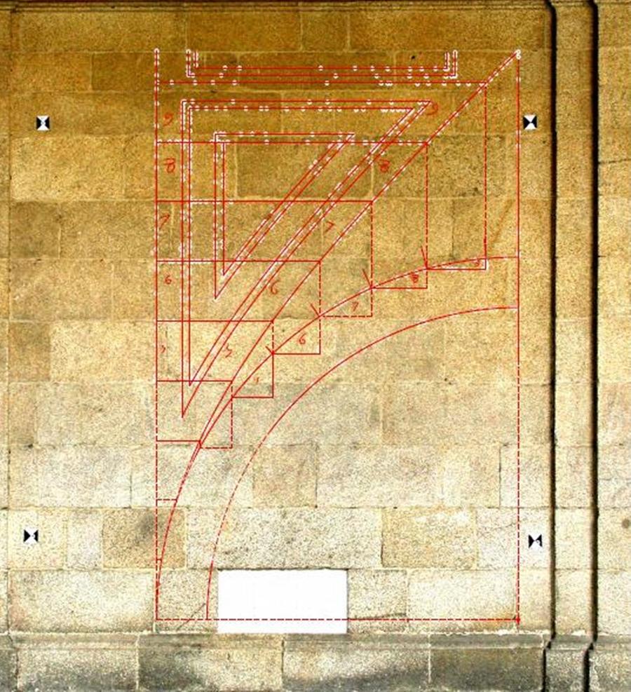 Montea situada en el muro sur del Claustro Mayor